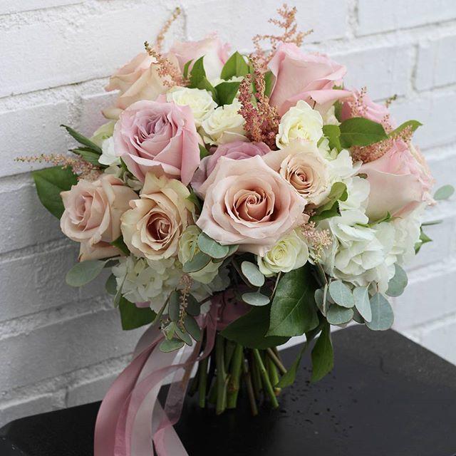 Свадебный букеты в 50-е года, разных цветков