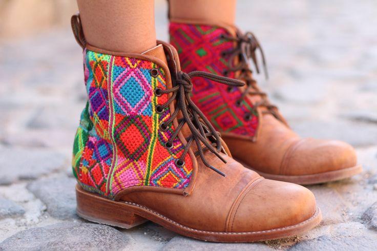 Botas guatemaltecas coloridas hechas a mano