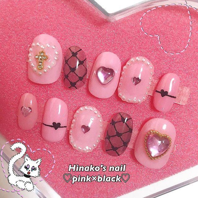 pink×blackの girly nail🌷💕💋 . . . 網タイツ+ハートかわいい!!これはアリだな😮🖤 頼んでくれてありがとう😻💗 . . . 【 #kanane_nails 検索🔍】 . .#simplenail #mirrornail #pinknails #metalic #girlynails #beauty #selfnail #gelnail #nail #nailist #beautystudent #instabeauty #instagood #instalike #instafollow #followme #ネイル #セルフネイル #流行りネイル #美容 #美容学生 #ネイルチップ #ガーリーネイル #ピンクネイル #グリッターネイル
