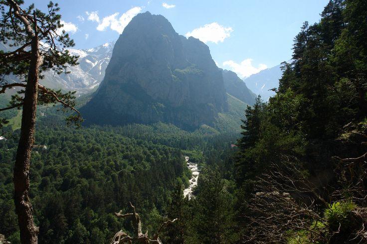 Скала Монах, Цейское ущелье, Северная Осетия.