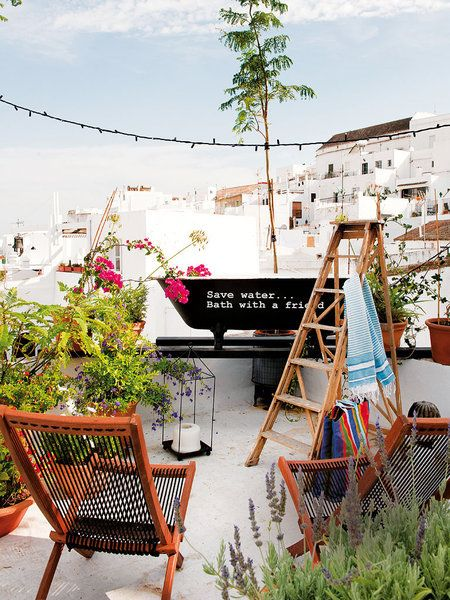 Terraza de la casa del interiorista Gaspar Sobrino con plantas
