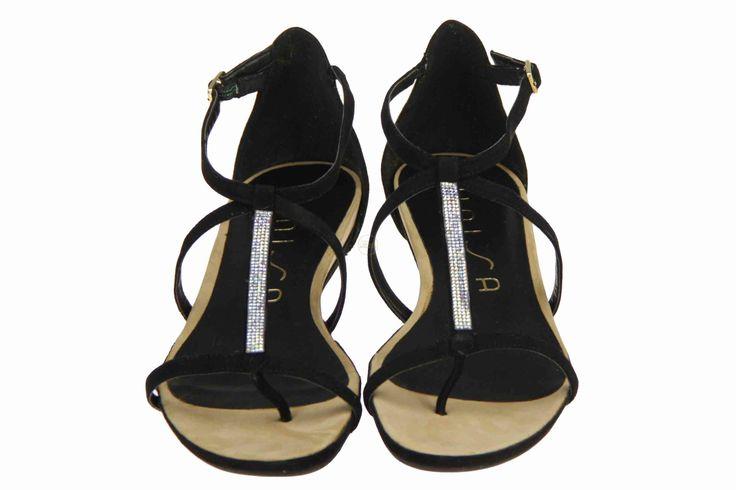 Fijne zwarte sandaaltjes met echte Swarovski diamantjes... laat je verleiden. #Unisa #Zomer2014 #damesschoenen #SchoenenCaramel