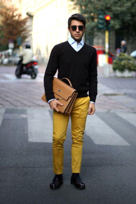 Comprar ropa de este look:  https://lookastic.es/moda-hombre/looks/jersey-de-pico-camisa-de-manga-larga-pantalon-chino-mocasin-con-borlas-portafolio-calcetines/1671  — Camisa de Manga Larga Celeste  — Jersey de Pico Negro  — Portafolio de Cuero Marrón Claro  — Pantalón Chino Mostaza  — Calcetines Negros  — Mocasín con Borlas de Cuero Burdeos