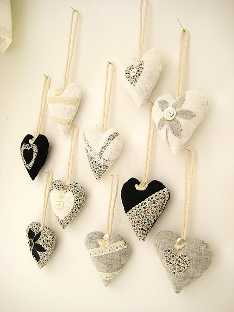 Fabric hearts - would look great on the Christmas tree.