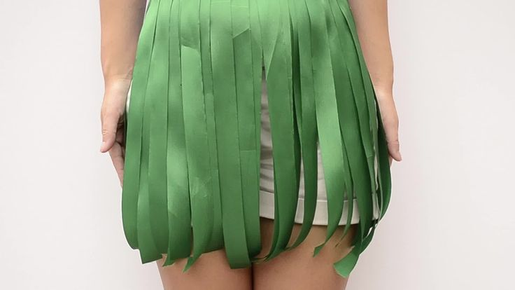 How to Make a Hawaiian Grass Skirt out of Party Streamers