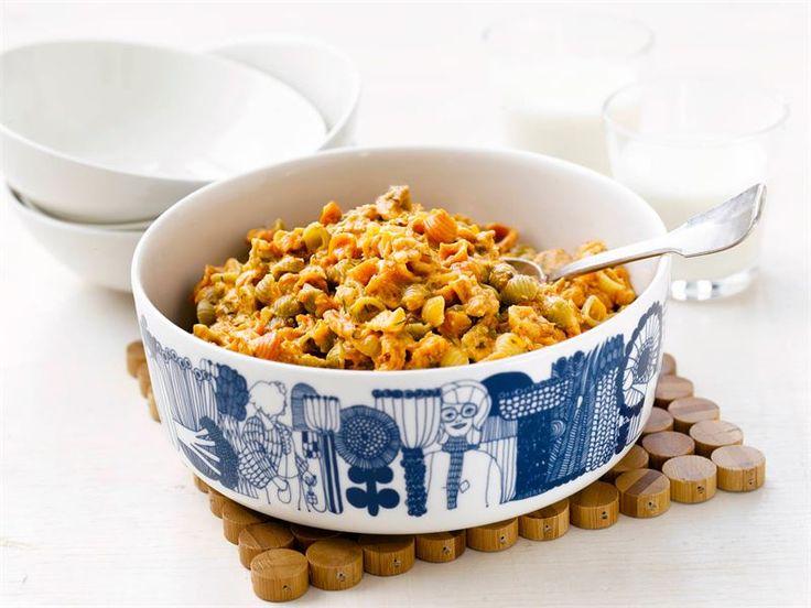 Maukas tonnikalapasta syntyy nopeasti arjen kiireissä. Sulatejuustosta saat täyteläisen pastakastikkeen.