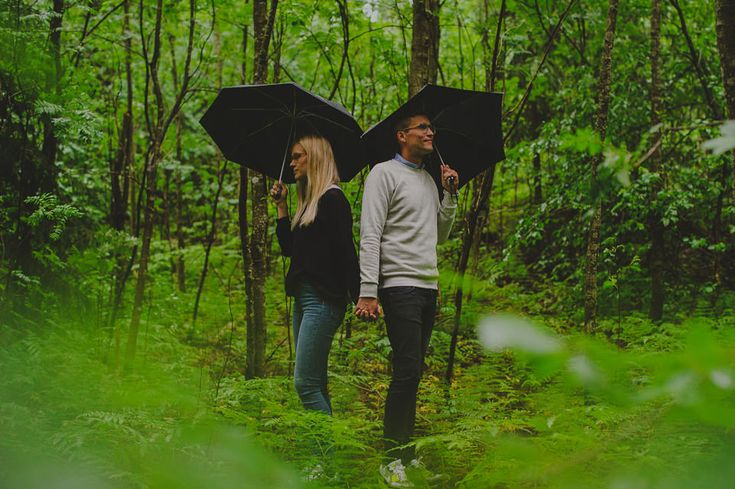 Rainy engagement session. http://johannahietanen.com/engagements/rainy-engagement-session/