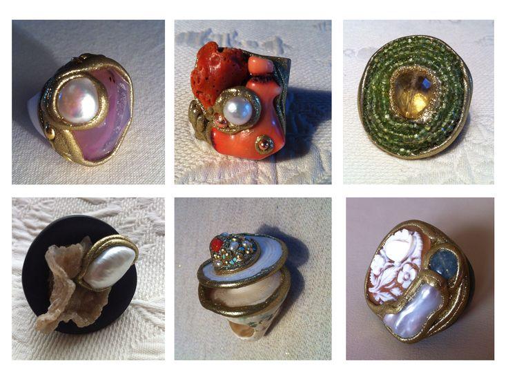 Pietre dure e semi preziose assemblate con resine su basi in corno e legno danno vita ad oggetti unici e artigianali.