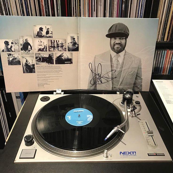 Wakker worden met Gregory Porter. Gesigneerd door de meester zelf. Gregory Porter - Musical Genocide #nowplaying #nowspinning #myvinylcollection #myrecordbox #myvinylroom #instavinyl #vinyljunkie #vinyloftheday #vinylcollection #vinylcollector #vinylporn #vinylart #vinyladdict #recordcollector #recordcollection #recordbox #recordoftheday #essentialvinyl #gregoryporter #blues #jazz #sundaymorning #zondagmorgen