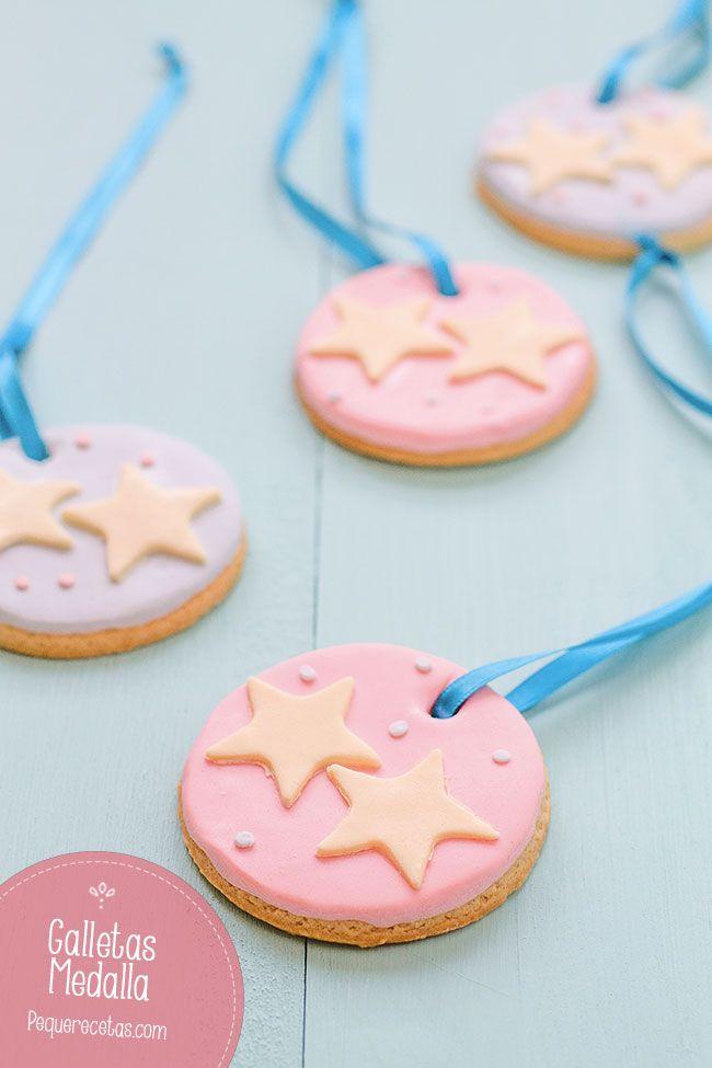 Estas galletas medalla van a ser un éxito en cualquier fiesta infantil, ¿os imagináis lo contentos que se pondrán los niños con sus medallas de campeones?.