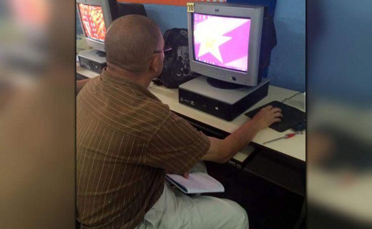 Honduras: Comparten prácticas y experiencias de seguridad en Internet La internacional Lacnic y Conatel discuten sobre aspectos claves de navegar en la web. Un hombre utiliza una computadora de escritorio.