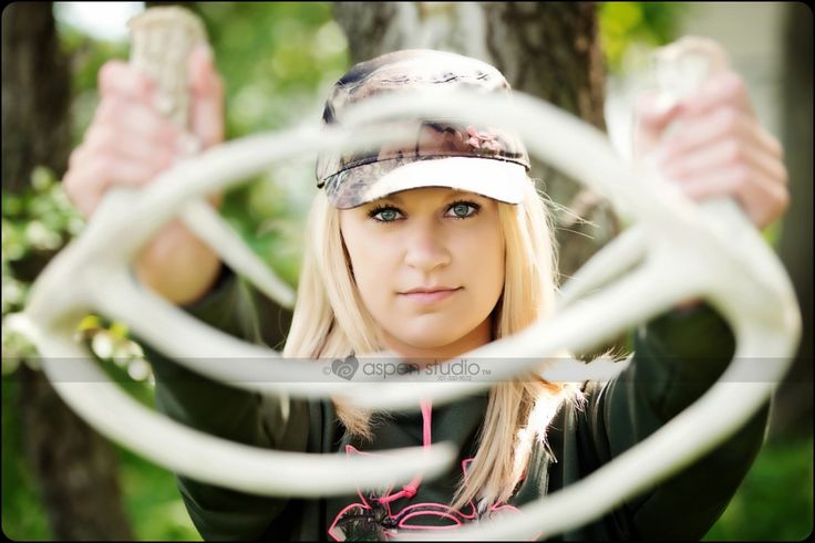 Kaylee #cool #hunting #theme #seniorpictures #seniorgirl #MunichHighSchool…
