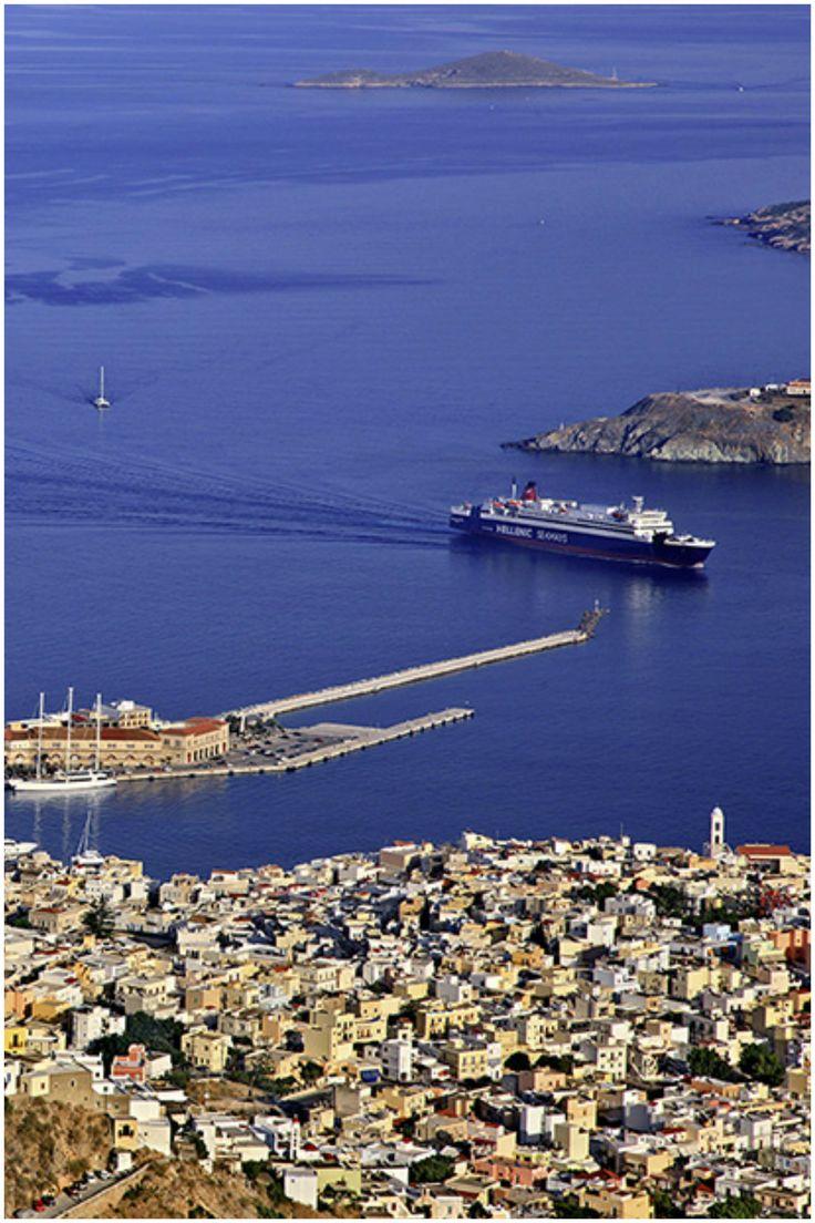 μπαίνοντας στο λιμάνι, Σύρος- entering the port, Syros, Greece