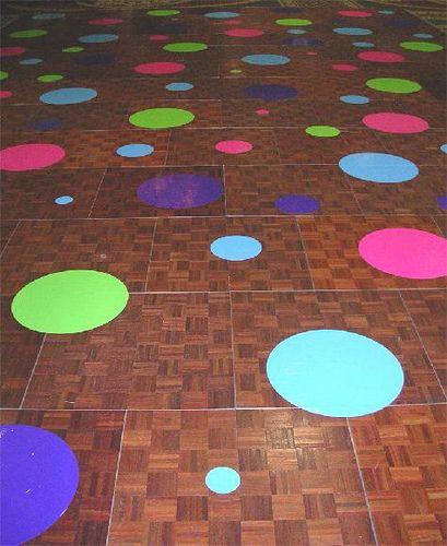 Kooperationsspiel - Eine Gruppe muss einen Weg überbrücken...