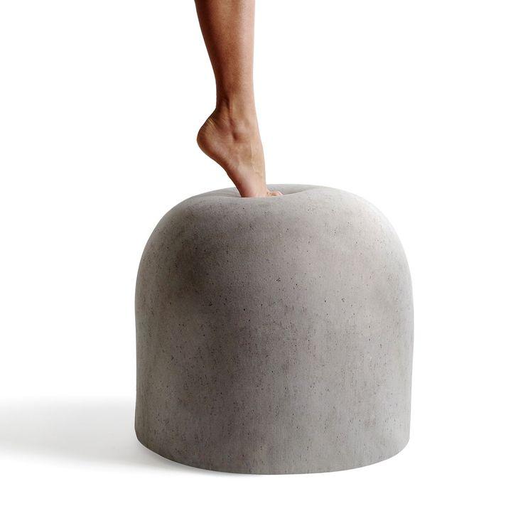 """Ho sempre adorato il panettone!  """"Pouf Bard - Disegnato da Giulio Iacchettiper Internoitaliano, il pouf ha una linea originale che reinventa giocosamente lospartitrafficoprogettato da Enzo Mari per gli spazi urbani milanesi."""""""