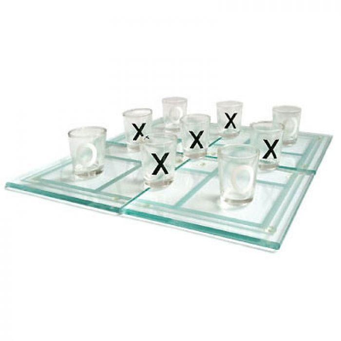 Das Party Trinkspiel - Tic-Tac-Toe gehört auf jede Party, zu jedem Junggesellenabschied oder als Geschenk zu Silvester. Männer werden es lieben.