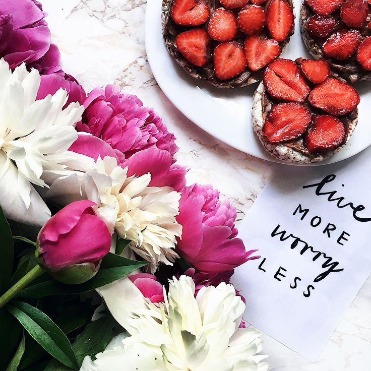 #strawberry #pion #flowers #flowerstagram #mood #morning #inspiration