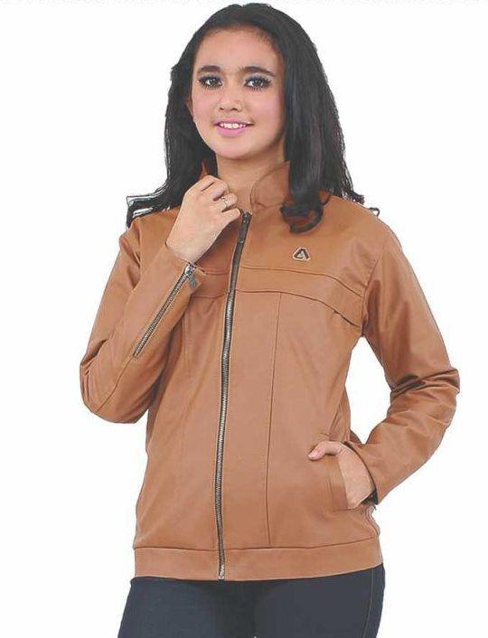Jaket Cewek Brown Ferari 332-51 merupakan produk dari Azzura fashion yang sudah terbukti akan kualitas dan bahan serta garapan yang bagus. #Fashion #Women #JaketCewek