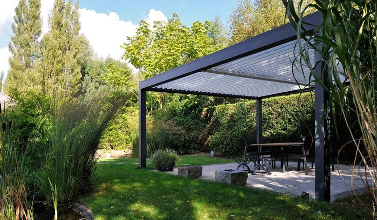 The outdoor livings pods can be coupled in the length and/or width, depending on the model. So an even larger surface area can be covered. Moreover, the elements can be operated separately.