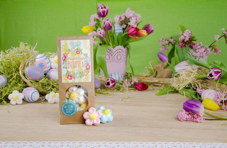 Ein Blumenstrauß bunter Marshmallow Blumen. Mit Liebe von Hand befüllt. #derZuckerbäcker #derZauberderKindheit #mehrFreudewenigerErnst #Süßigkeiten #Süßes #candy #sweets #lecker #naschen #yummy #omnomnom #ostern #schaumigeFrühlingsblumen #Frühlingsgefühle #bunteBlumen #weicherMarshmallow #MarshmallowBlumen #Geschenkidee #Mitbringsel