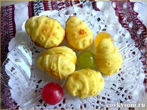 Вкусные кексы в виде яиц с начинкой. Можно вместо формы яиц использовать любые небольшие симметричные формы (зайчики, мишки, сердечки...).