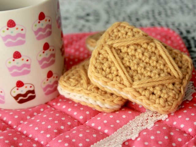 Copyright-free crochet custard cream tutorial