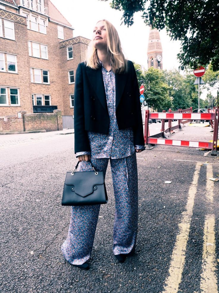 full pyjama look at london fashion week http://gabriellalundgren.com/full-pyjama-look-at-london-fashion-week Full pyjama silk look that I wore on London Fashion week. London fashion week streetstyle wearing Acne Studios and bag from The Neo.