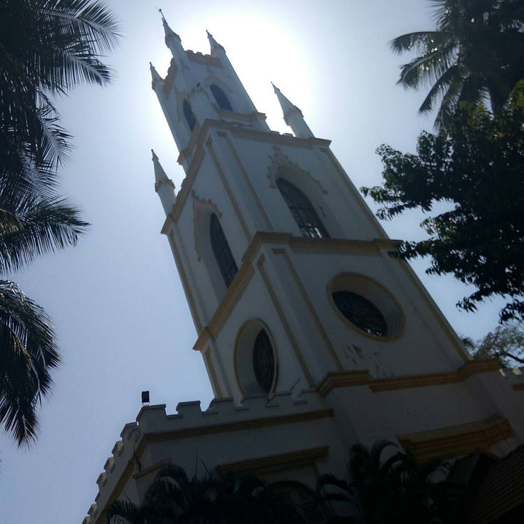 St. Thomas Cathedral, Mumbai, is the cathedral church of the Diocese of Mumbai of the Church of North India.  Architectural styles:Gothic Revival architecture, Neoclassical architecture.  #church #mumbai #fort #area #british #old #visit #heritage #heritagewalk #memories #throwback #college #friends #history #ancient #famous #pictureoftheday #instpic #noedit #origin #pictures #clickedbyme #sunny #sunlight #summer #christnas #architecture #god #cross…