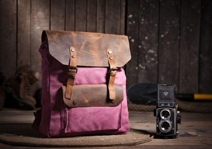 Dieser ausßergewöhnliche Rucksack/Reisetasche/Sporttasche ist aus Robusten Canvas und Büffelleder genäht.Chic und funktionell! Das Design mi...