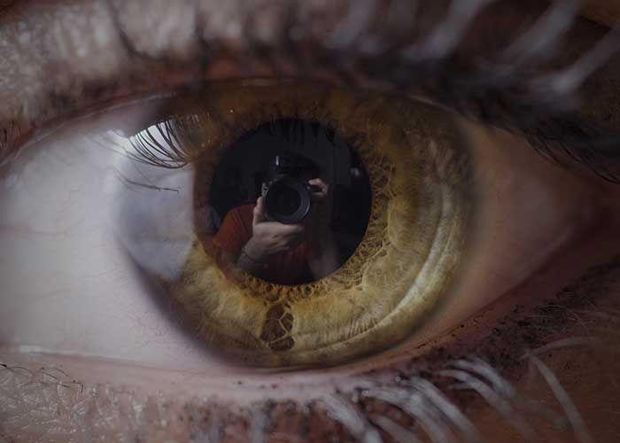 Google deposita il brevetto per lenti a contatto contenenti uno scanner per l'iride. Lo scopo è quello di produrre un'immagine speculare dell'iride da utilizzare come strumento di confronto con una depositata in un sistema centrale. …