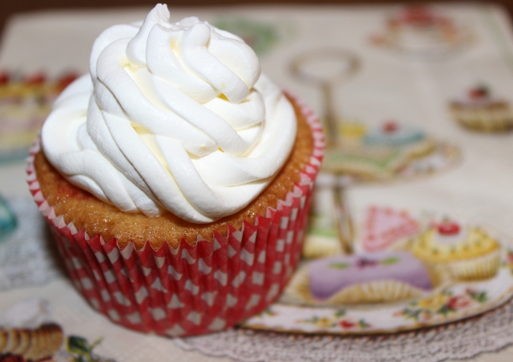 cupcake with cheese cream frosting