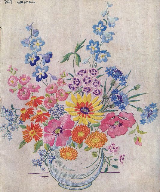 Vintage embroidery 1948: Embroidered Flowers, Traditional Embroidery, Embroidery Flowers, Vintage Embroidery Patterns, Enchanted Embroidery, Embroidery 1948,  Hanky, Photos Shared, Embroidery Vintage