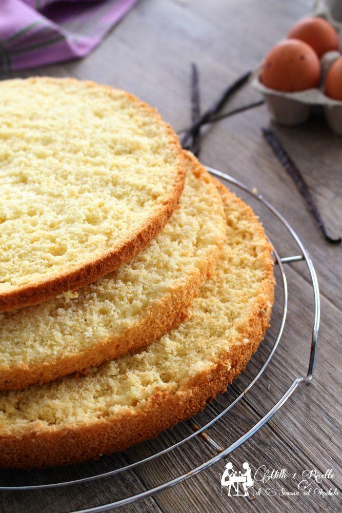 """Sono diventata ufficialmente """" quella delle torte di compleanno"""" e volevo fare una base diversa dal solito pan di spagna ed ecco che nasce questa base mo"""