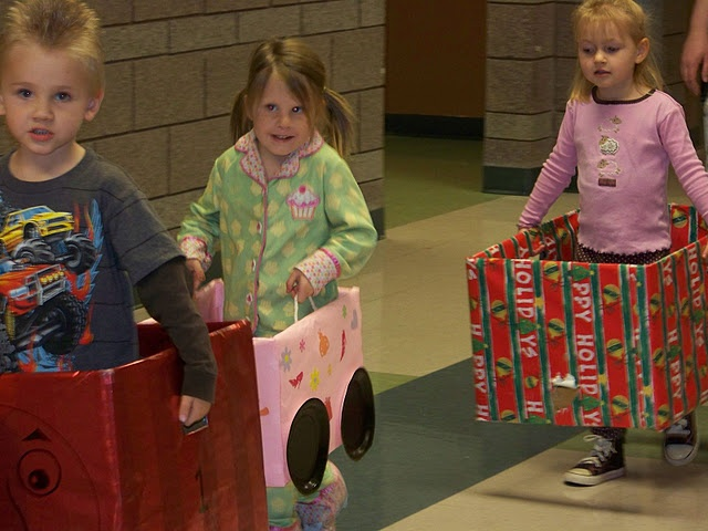 Christmas Dramatic Play; polar express train cars!   via pre-kpages.com  I used to do this with my preschoolers. They loved it! Plastic plates make good steering wheels too.