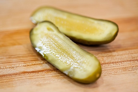 Garlic Dill Pickles. Looks delish and fairly easy!