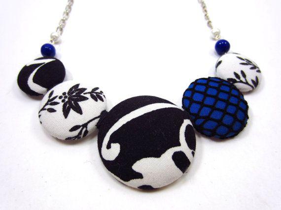 Button necklace - Collier de boutons // $40.00