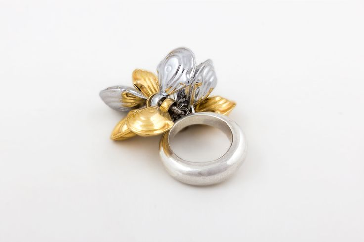 Gita Ring - 950 Silver ring with mixed finishings of Silver and 24K gold plating. From Collection no.1