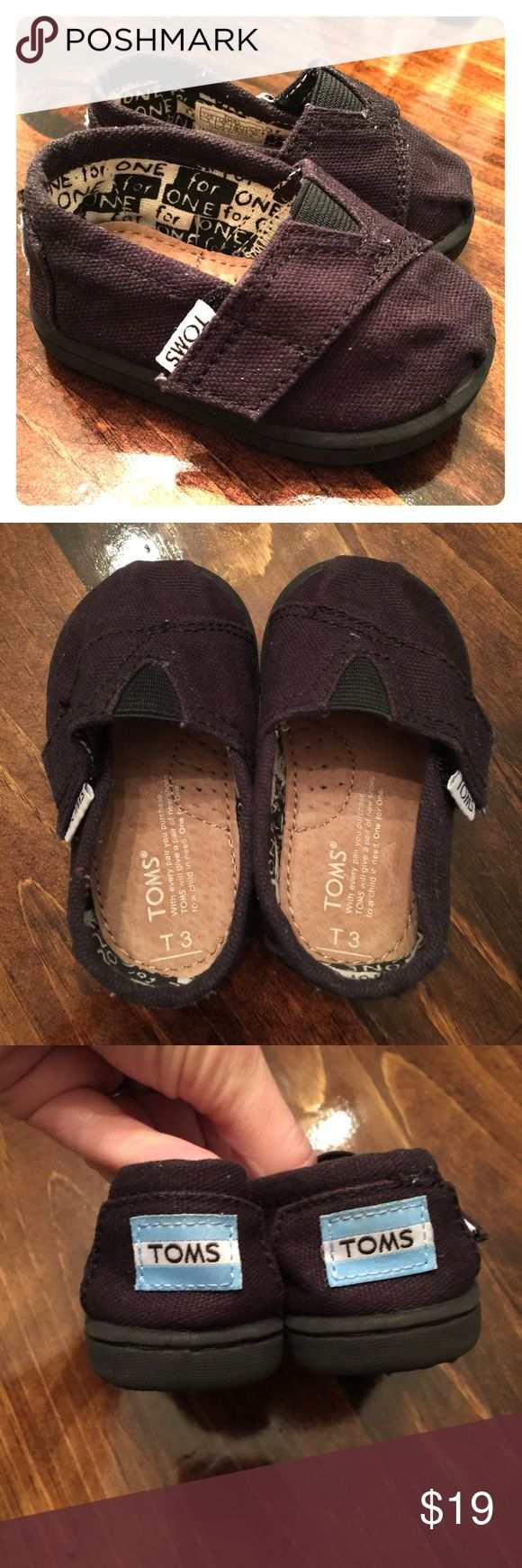Like new toddler boys' TOMS size 3T Excellent used condition; like new. Black color matches everything! Smoke and pet free home. TOMS Shoes Sneakers