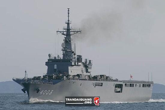 buque puede transportar 16 helicópteros Chinook CH-47 pesado, 10 carros de combate Tipo-90 o 1.400 toneladas de carga. Actualmente Japón proyecta mejoras en esta clase de barcos para conseguir aviones de transporte Osprey MV-22.
