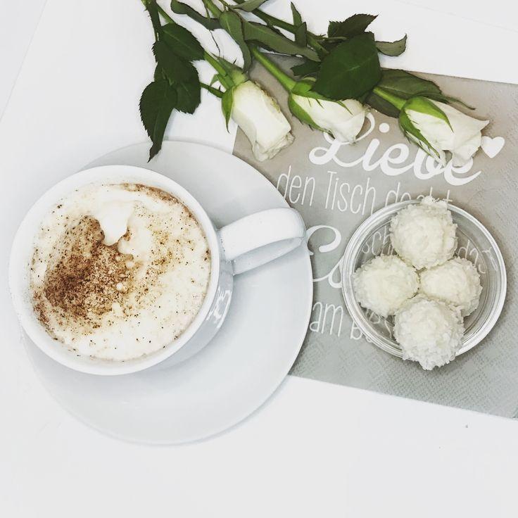 Frühstück vorm Wochenende  #interior #whiteroses #rafaello