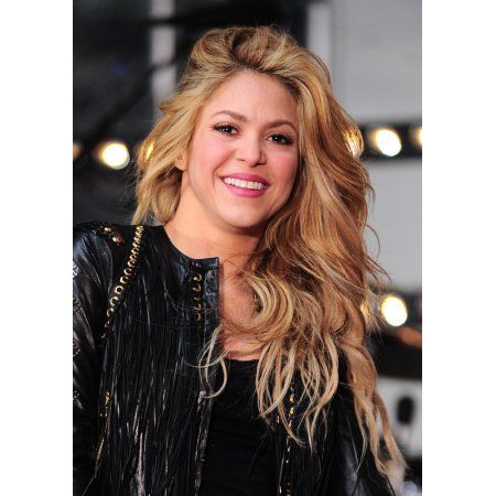 Shakira On Stage For Nbc Today Show Concert With Shakira Canvas Art - (16 x 20)