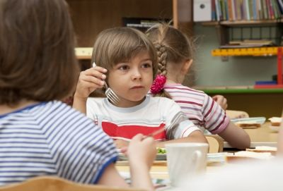 School Bans Nuts, Fish, Eggs & Dairy From Lunches Due To A Child's Allergies | The Baby Post