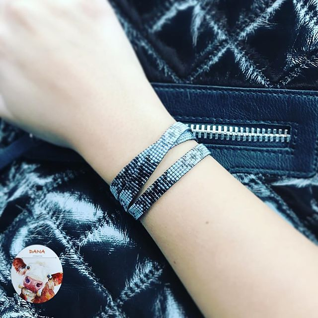 Cuma şıklığı, uzun üç tur bilekliğimiz👠💄💋#danaaccessories #miyuki #miyukiaddict #miyukibeads #miyukibileklik #miyukibracelet #bileklik #handmade #handmadejewellery #elyapımıbileklik #elyapımı #elemeği #beadloom #siyah #gri #grinintonları #grininellitonu #black #grey #shadesofgrey #fiftyshadesofgrey #moda #fashion #gününtakısı #friday