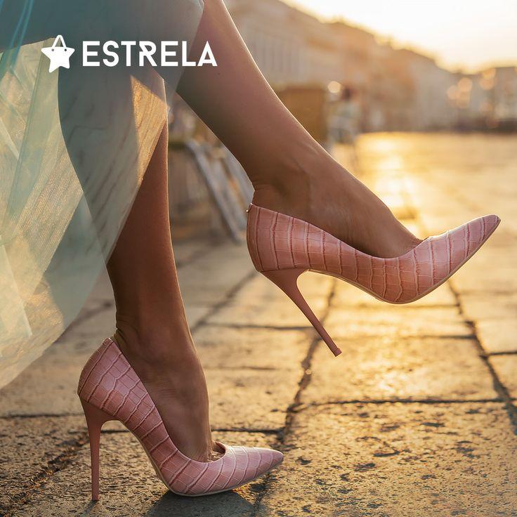 My, kobiety, wiemy jak najłatwiej poczuć się wykwitnie... Wystarczą szpilki! / Więcej inspirujących treści na www.facebook.com/estrelapl / lifestyle, woman, inspiration, girl, summer, design, photo, heels, high, chic, elegant, classy, photoshoot, hipster, vacations, instagram