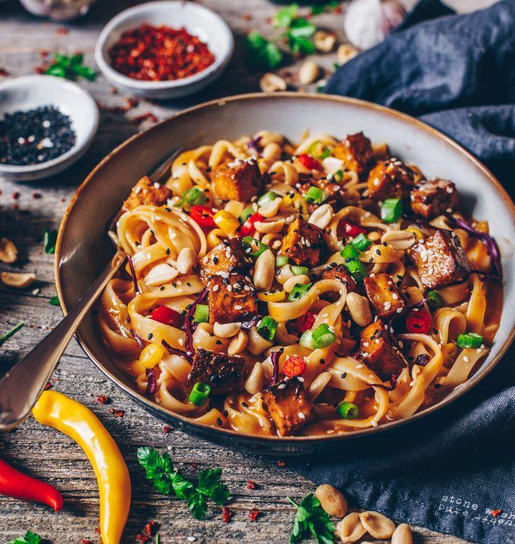 Rezept für asiatische Nudeln mit einer Soße aus Chili, Erdnuss und Sesam - vegan, schnell und einfach zubereitet, lecker, gesund! ;-)