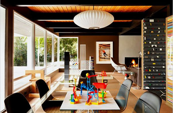 This beautiful mid-century modern home in West Vancouver, British Columbia was designed by architect Ron Thom and owned by writer and artist Douglas Coupland.