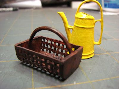 Dollhouse Miniature Furniture - Tutorials | 1 inch minis: GARDEN BASKET TUTORIAL - HOW TO MAKE A 1 INCH SCALE GARDEN BASKET WITH CARD STOCK.