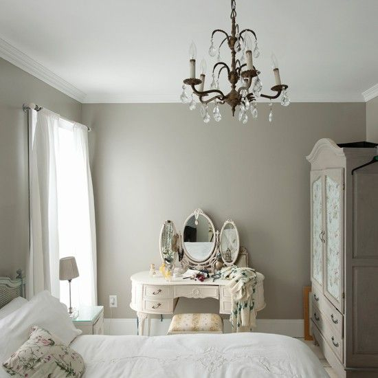 Romantic bedroom (wall color)