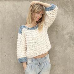 EnIFIL nos gusta hacermagiacon las agujas y más auncompartir nuestros trucos para conseguirla. ¿Os imagináis tejer un jersey como este en 5 horas y con tan sólo 5 ovillos de katia Love Wool? Es...