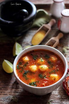 Supa mexicana de rosii cu galuste de malai. Reteta de supa de rosii. Ingrediente si preparare supa mexicana cu rosii si galuste de malai.